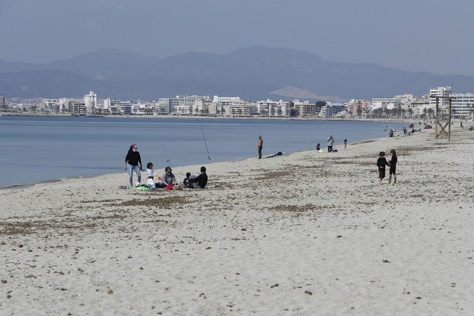 Tui will deutschen Urlaubern schon zu Ostern wieder Reisen nach Mallorca ermöglichen.