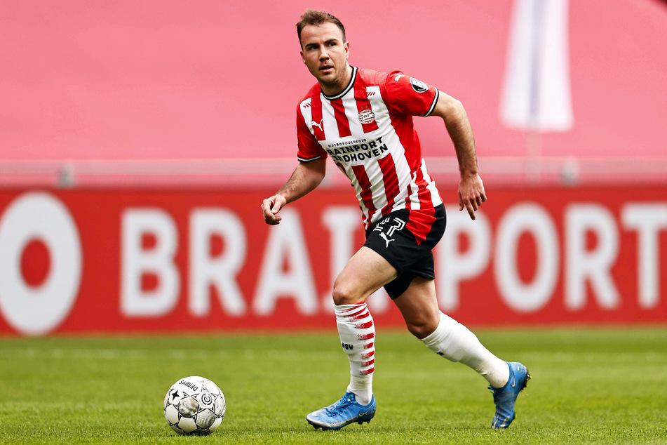 Mario Götze (28) spielt bei der PSV Eindhoven mit Noni Madueke (19) zusammen.