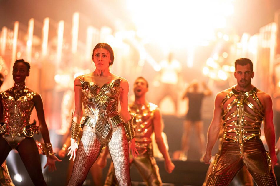 """Tänzer proben im Friedrichstadt-Palast Berlin für die """"ARISE Grand Show"""", die am 22. September ihre offizielle Weltpremiere feiern wird."""