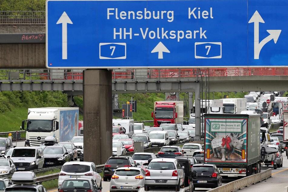 Die A7 wird ab Freitagabend zwischen den Anschlussstellen Hamburg-Volkspark und Dreieck Hamburg-Nordwest gesperrt. (Symbolbild)