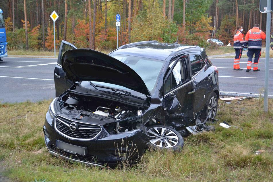 Auch am Opel entstand ein hoher Sachschaden.