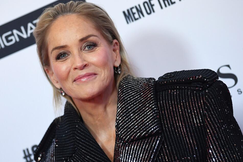 Sharon Stone beim Bügeln vom Blitz getroffen