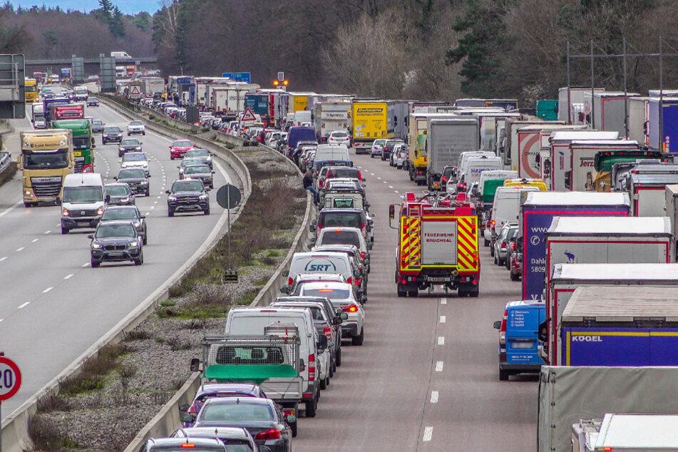 Die Polizei beobachtete anschließend, ob die Verkehrsteilnehmer die Rettungsgasse einhielten.