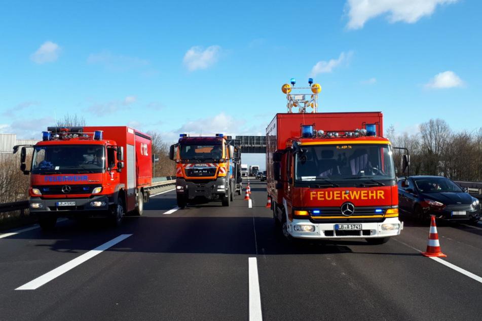 Zwischenzeitlich konnten die Verkehrsteilnehmer nur auf einer Spur an der Unfallstelle vorbei.