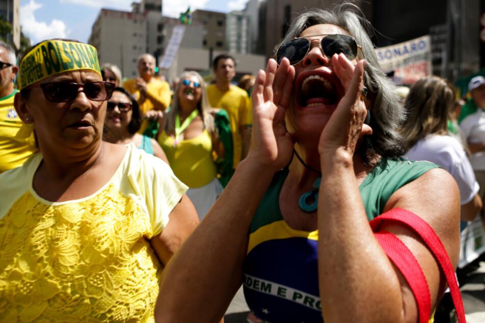 Anhänger von Brasiliens rechtsgerichtetem Präsidenten Bolsonaro bei einer Demonstration gegen den Kongress und für die Regierung.