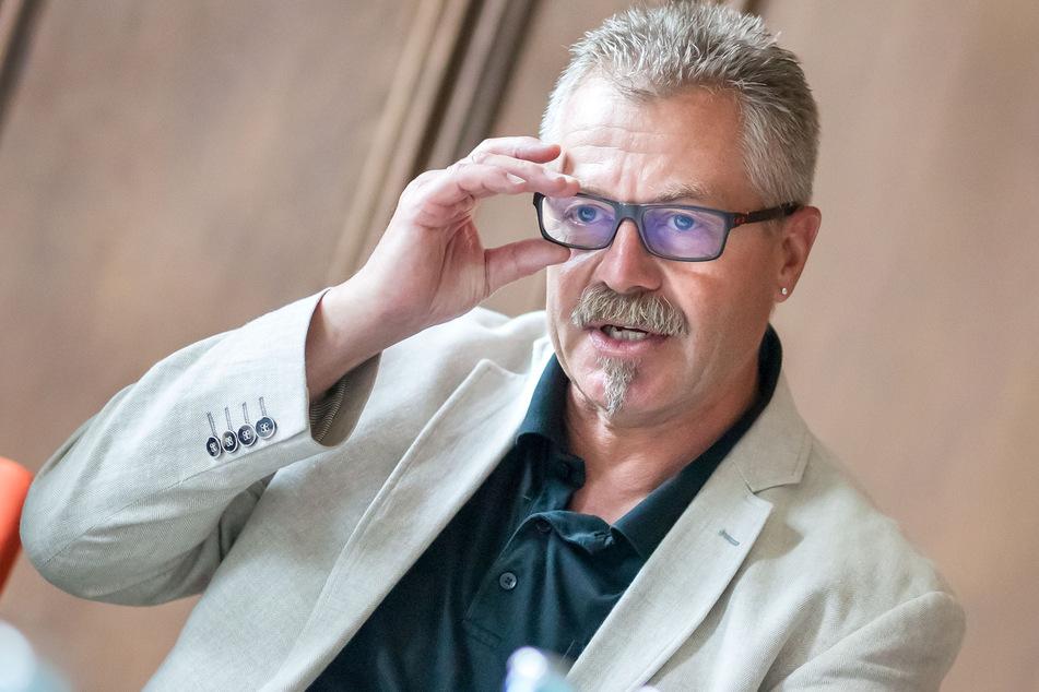 Ihn möchten Grüne und SPD an die kurze Leine legen: Bürgermeister Miko Runkel (59, parteilos).