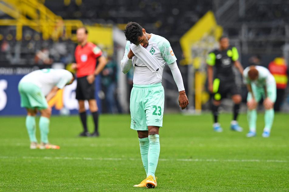 Bremens Außenverteidiger Thedor Gebre Selassie (34) traf gegen Borussia Dortmund ins eigene Tor. Auch sonst war die klare Pleite ein herber Rückschlag für Werder.