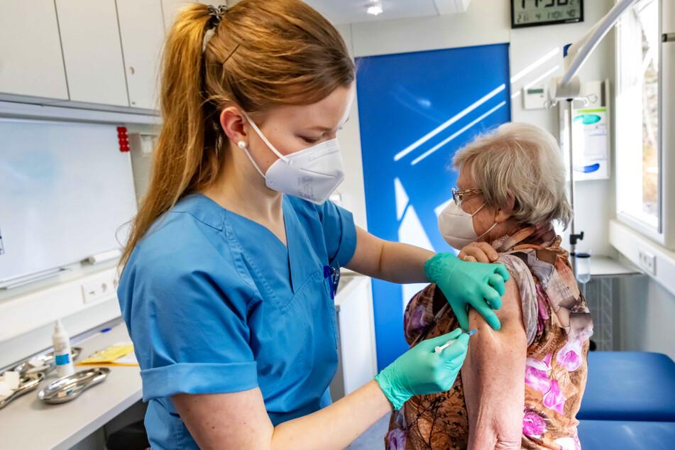 Schlange stehen für die Spritze: Chemnitz plant neues Impfzentrum
