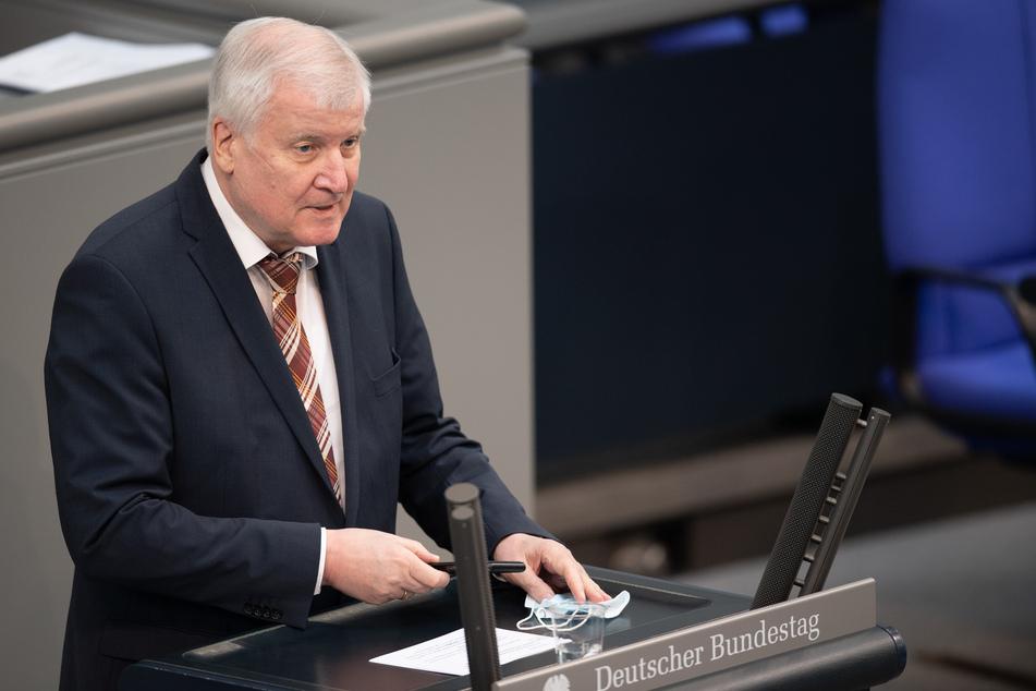 Innenminister Horst Seehofer (71, CSU) hatte Mitte April diesen Schritt bereits erwartet.