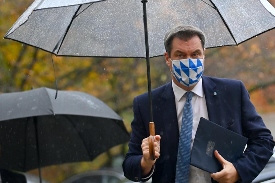 Markus Söder (53, CSU), Ministerpräsident von Bayern, kommt nach einer außerordentlichen Kabinettssitzung zu einer Pressekonferenz.