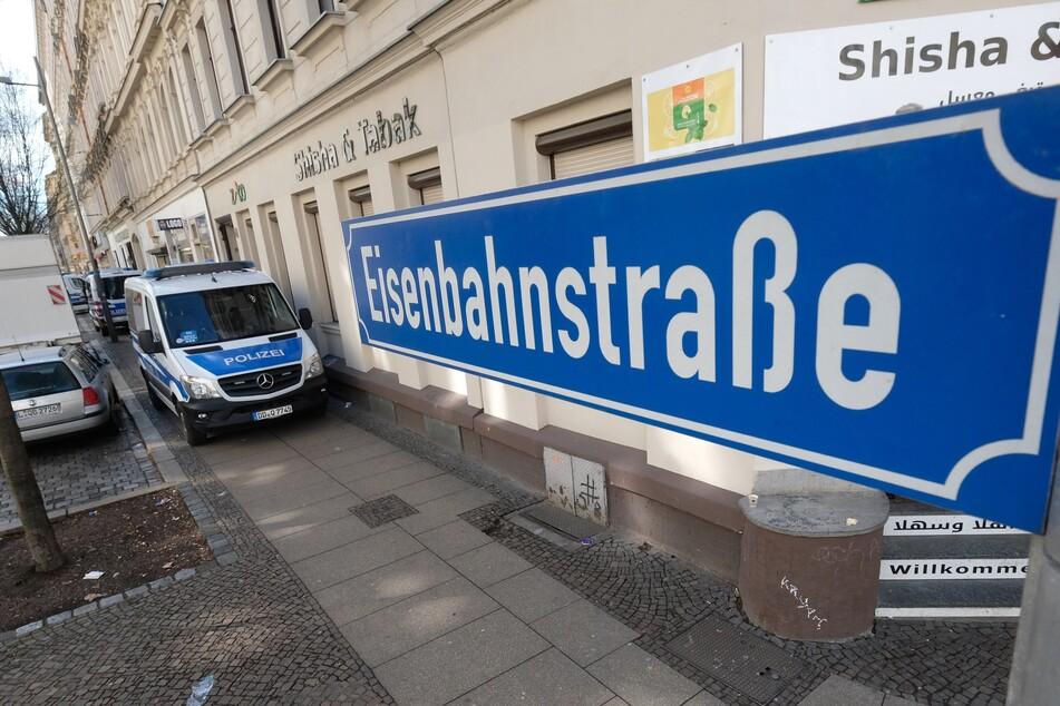 Leipzig: Verdächtiges Versteck: Drogen-Dealer auf Eisenbahnstraße gefasst