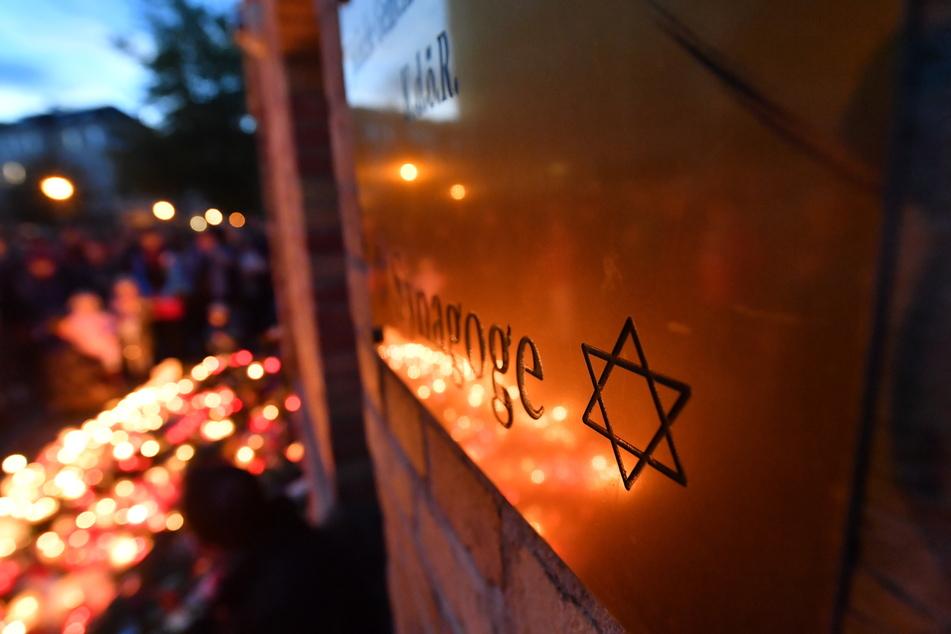 """Der """"Weisse Ring"""" fordert mehr Unterstützung und Sensibilität für die Opfer des Anschlags von Halle im vergangenen Jahr. (Symbolbild)"""