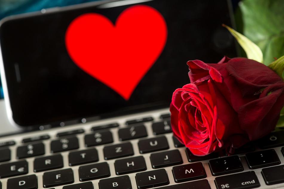 """Die Polizei warnt am Valentinstag vor sogenanntem """"Romance Scamming""""."""