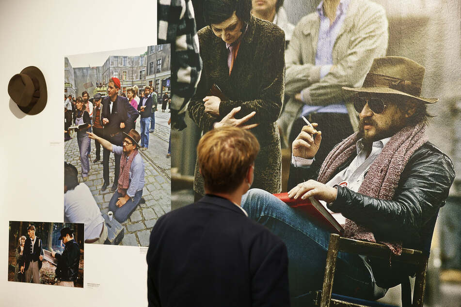 Die Ausstellung zu dem Filmregisseur Rainer Werner Fassbinder (1945–1982) ist vom 10. September bis 6. März 2022 in der Bundeskunsthalle in Bonn zu sehen.