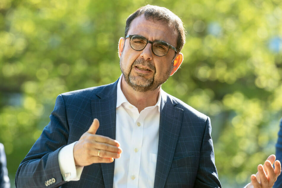 Bayerns Gesundheitsminister Klaus Holetschek (56, CSU) begrüßt die Freigabe der Corona-Impfstoffe für Kinder. (Archiv)