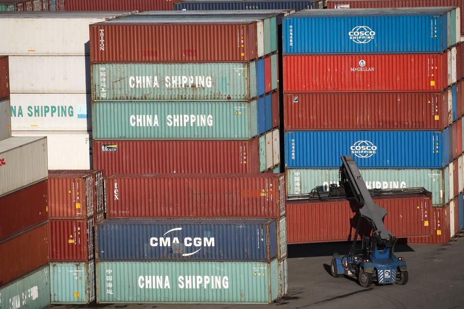 Das Container Terminal Tollerort (CTT) der Hamburg Hafen und Logistik AG (HHLA).