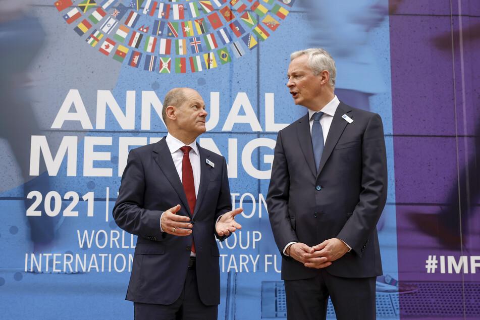 Bundesfinanzminister - und vielleicht bald Bundeskanzler - Olaf Scholz (63, SPD, l.) trifft sich mit den Finanzministern der G20-Staaten in Washington. Hier spricht er mit seinem französischen Amtskollegen Bruno Le Maire.
