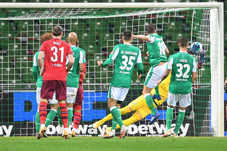 Werder Bremen geriet durch ein Eigentor von Niklas Moisander in Rückstand.