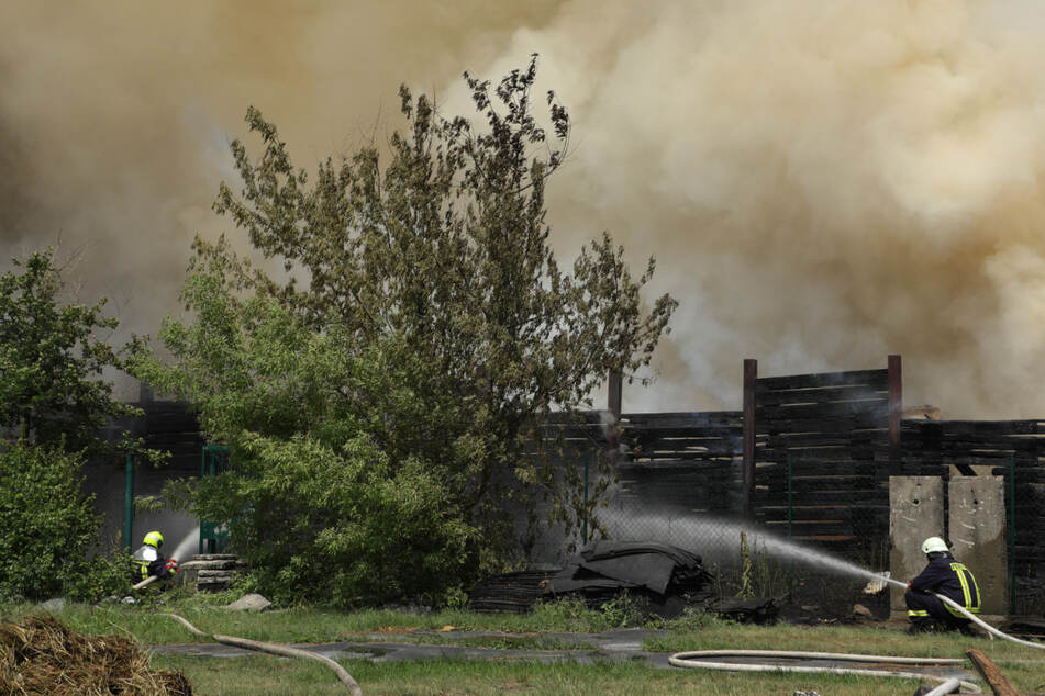 Großbrand auf sächsischer Mülldeponie, Feuer weitet sich aus