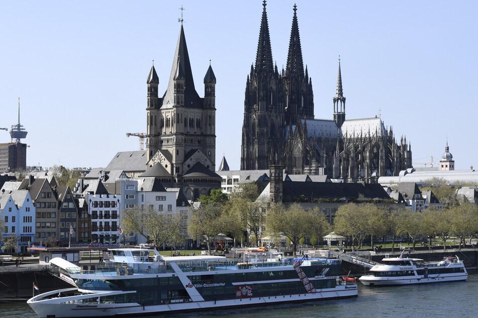 Panoramafahrten auf dem Rhein: In Köln starten die Schiffe vom 3. Juni an. Fahrgäste müssen getestet, genesen oder geimpft sein. (Archivfoto)