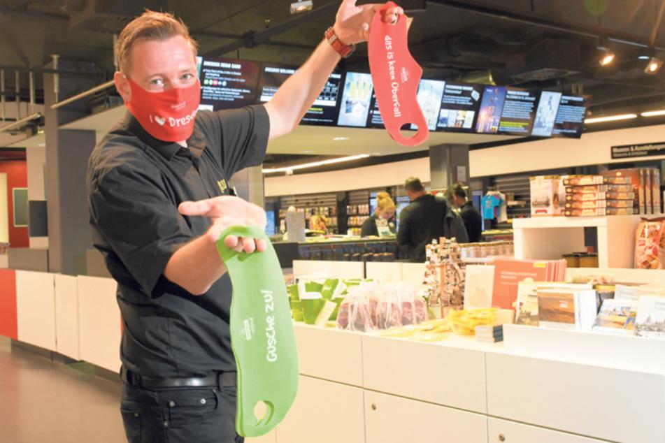 Sven Ruschau (42), Leiter der Dresden Information im QF, sieht einen Aufwärtstrend. Die Masken sind gerade der Renner.