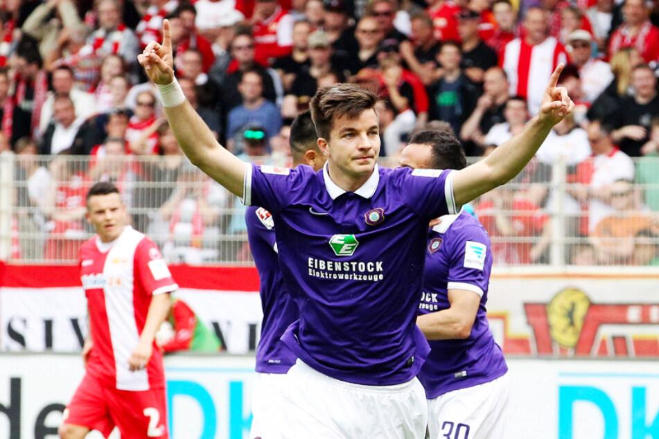 Stefan Mugosa (28) erzielte für den FC Erzgebirge Aue in der Rückrunde der Saison 2014/15 vier Tore in 15 Einsätzen und gab zwei Vorlagen. Den Zweitliga-Abstieg der Veilchen konnte aber auch er nicht verhindern.