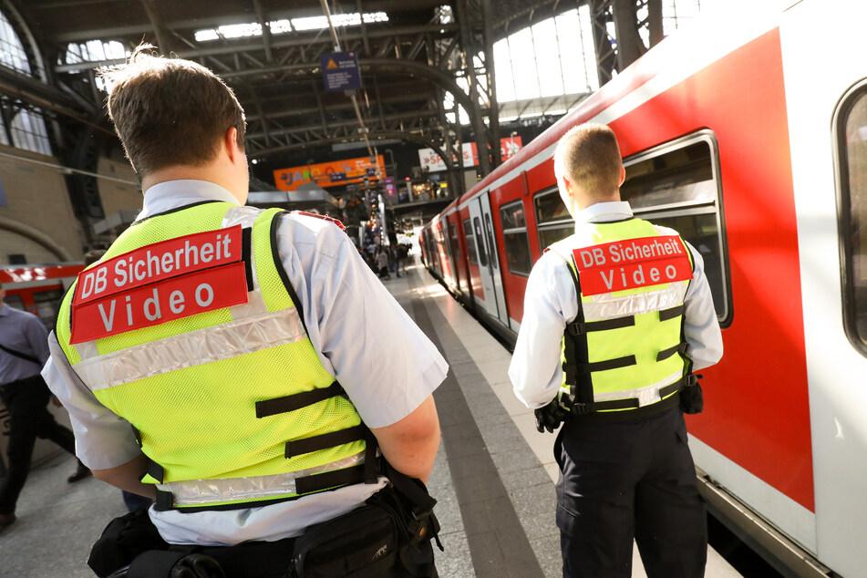Am Wochenende ist in einer Hamburger S-Bahn ein Streit eskaliert. (Symbolbild)