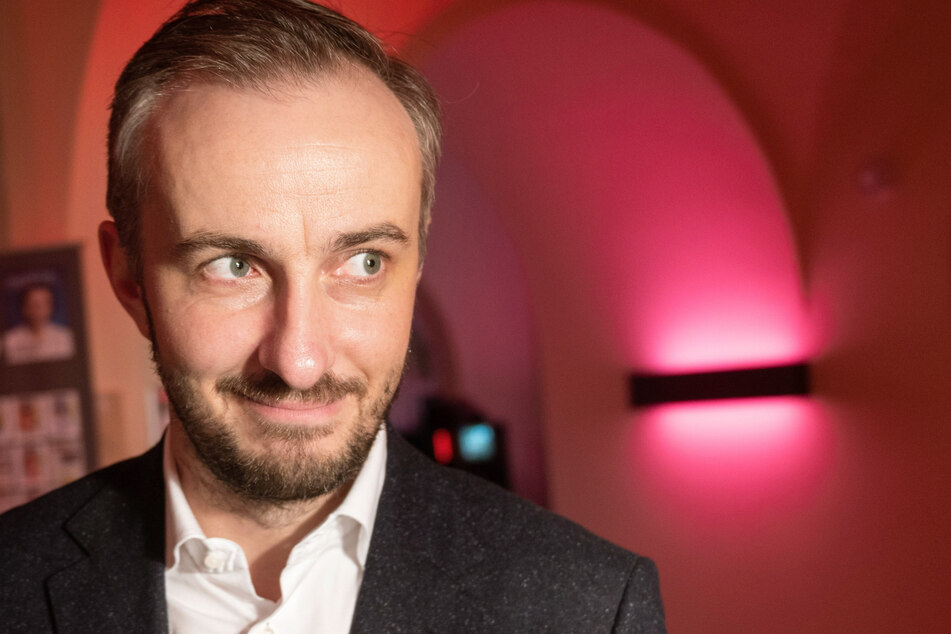 """Jan Böhmermann (40) bei der Preisverleihung der """"Journalistinnen und Journalisten des Jahres 2019""""."""