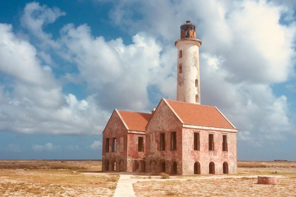 Völlig unbewohnt, überragt nur von einer Leuchtturm-Ruine: Klein Curaçao ist ein Paradies gleichsam für Tauchfreunde und Sonnenhungrige.