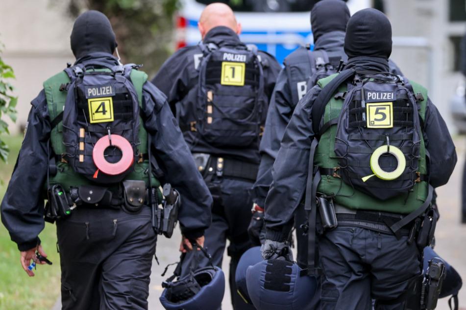 Razzia mit über 400 Polizisten: Internationale Schleuserbande gesprengt!