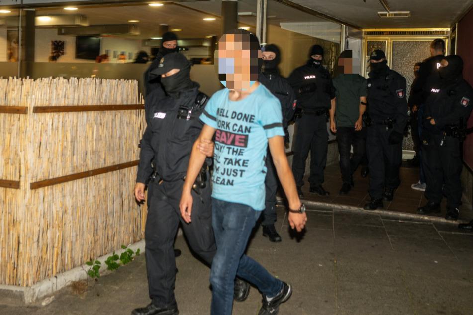 Razzia in Altona: LKA stürmt Kulturverein, mehrere Männer festgenommen