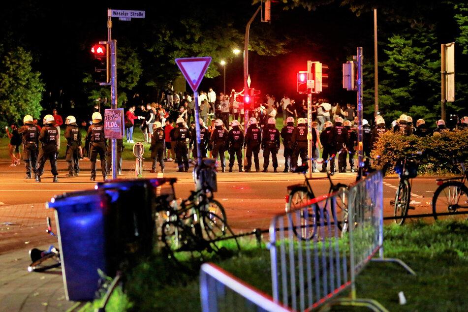 Am vergangenen Wochenende ging diePolizei auf einer Wiese am Aasee gegen Randalierer vor.