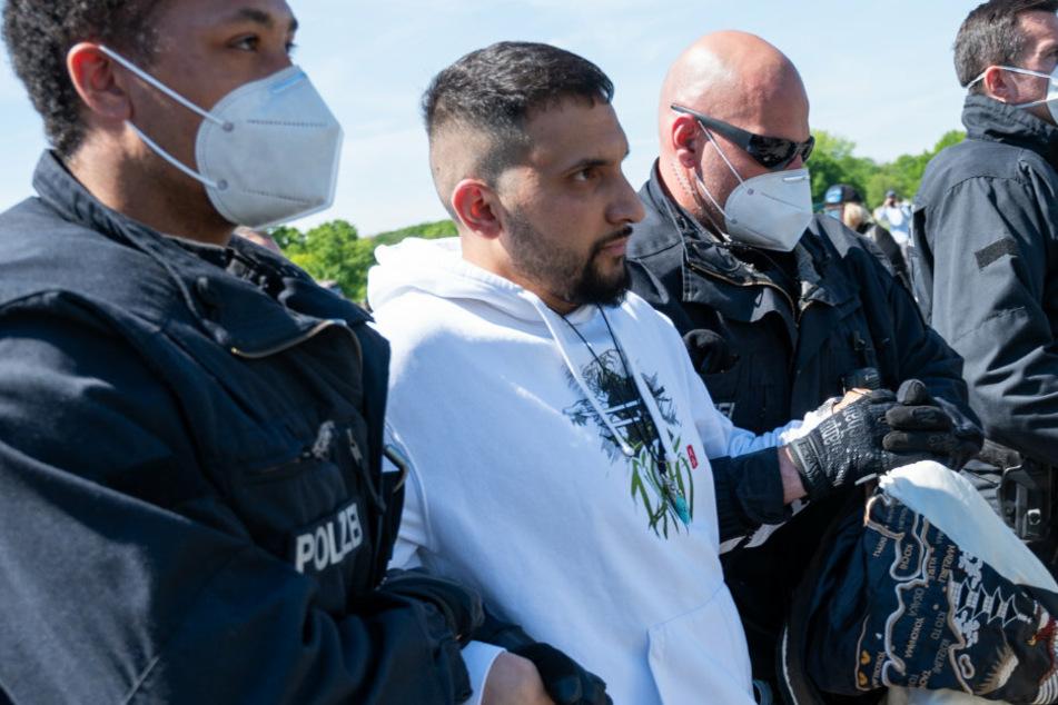 Attila Hildmann bei Demo von Polizei abgeführt: Mehrere vorläufige Festnahmen