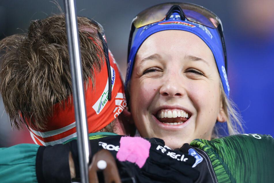 Simon Schempp (l. 32) gratuliert seiner Freundin Franziska Preuß (26). (Archiv)