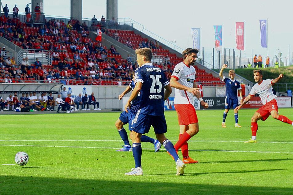 Felix Drinkuth (r.) traf entschlossen zur 1:0-Führung.