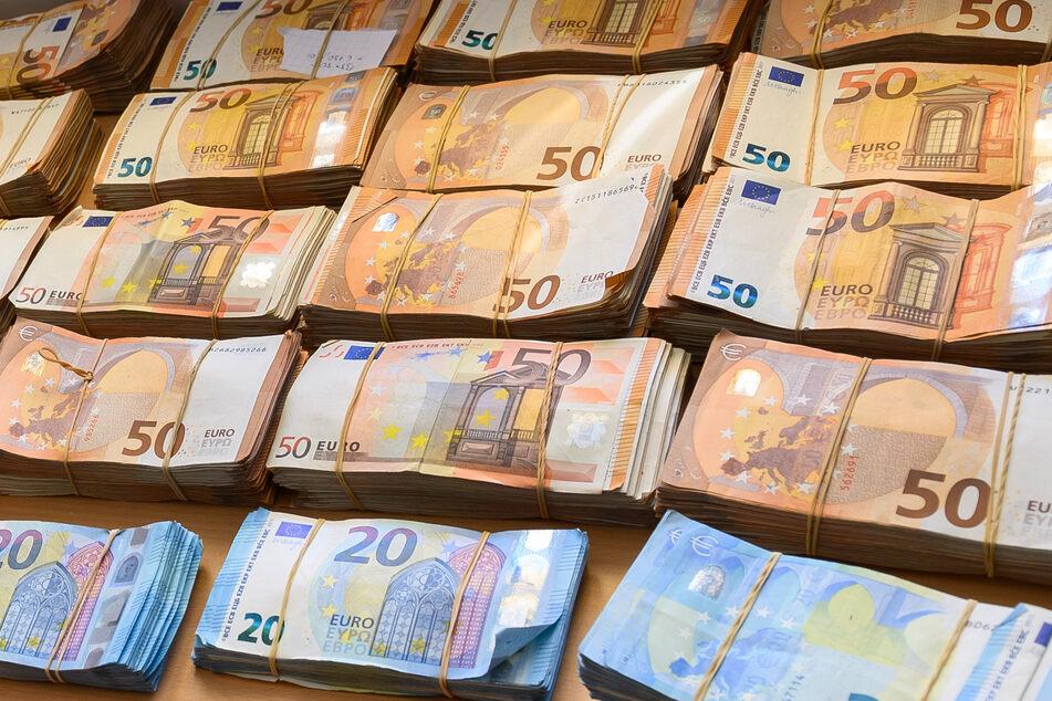 Irre Summe: Beamte entdecken knapp eine Million Euro bei Fahrzeugkontrolle