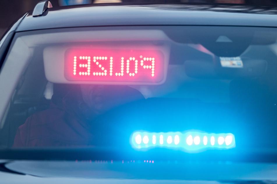 Hubschrauber und Polizeiwagen jagen Autofahrer, es fallen Schüsse