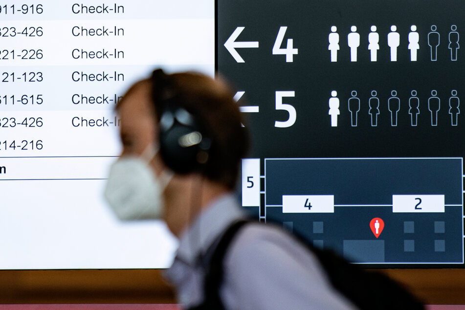Bei Flügen innerhalb Skandinaviens muss seit Montagmorgen kein Mund-Nasen-Schutz mehr getragen werden.