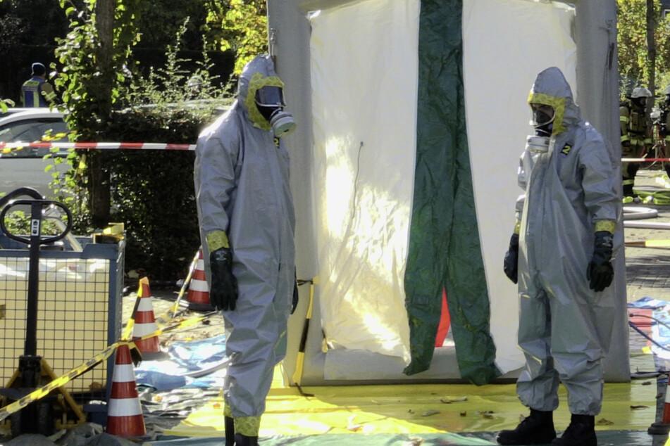 Kleiner Kellerbrand entwickelt sich zu Großeinsatz: chemische Reaktion im Mehrfamilienhaus