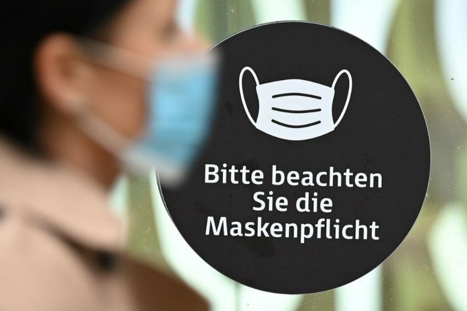 Bereits seit dem Frühjahr besteht innerhalb des Unternehmens eine streng geregelte Maskenpflicht. (Symbolbild)