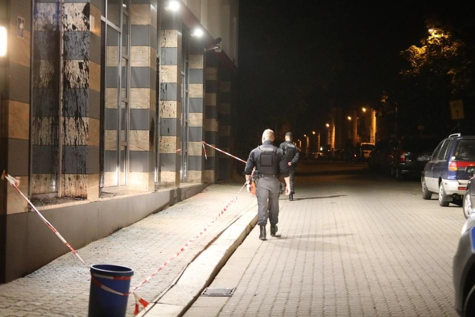 Die zweite Nacht in Folge wurde das Connewitzer Polizeirevier in der Wiedebach-Passage angegriffen.