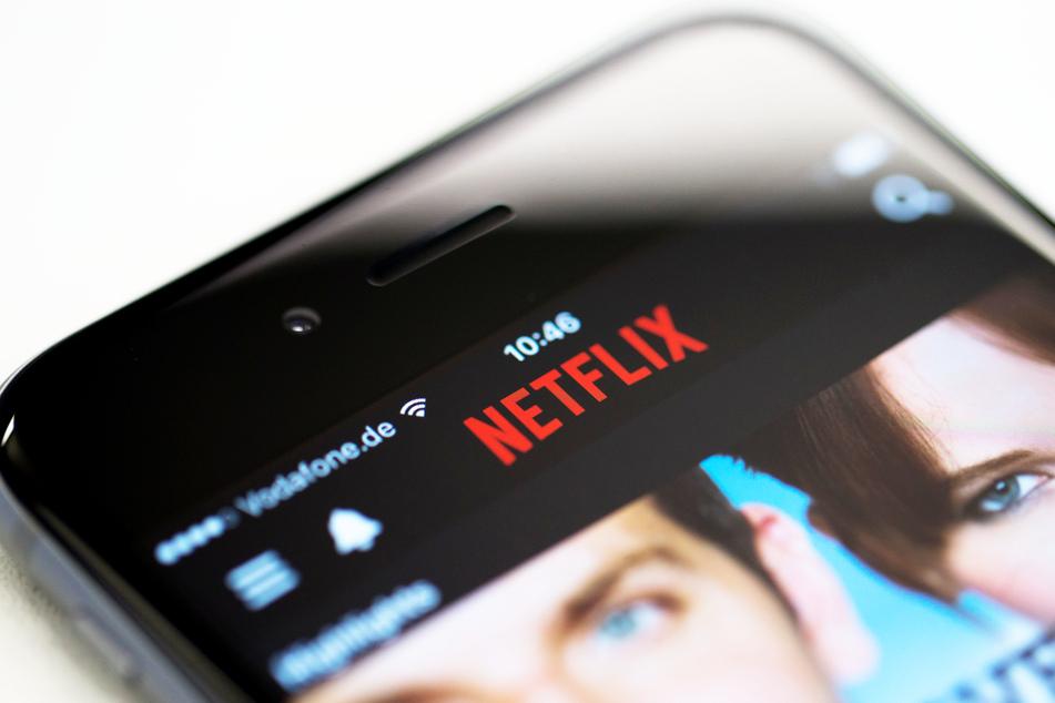 Die App des Streamingdienstes Netflix auf einem iPhone. (Symbolbild)