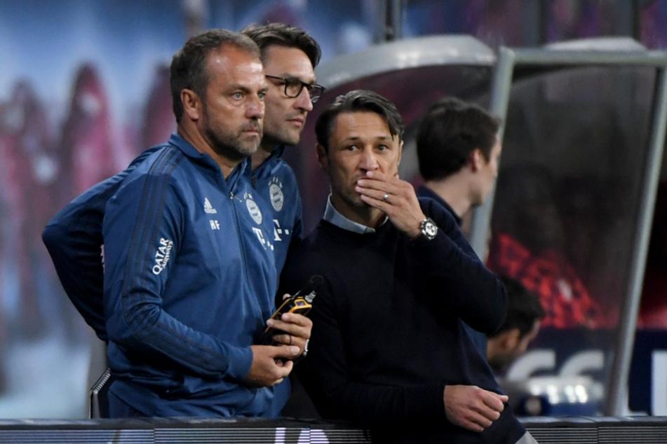 Niko Kovac (r., 49) spricht zu seiner Zeit als Cheftrainer bei Bayern mit seinen damaligen Co-Trainern Robert Kovac (47) und Hans-Dieter Flick (l., 56) .