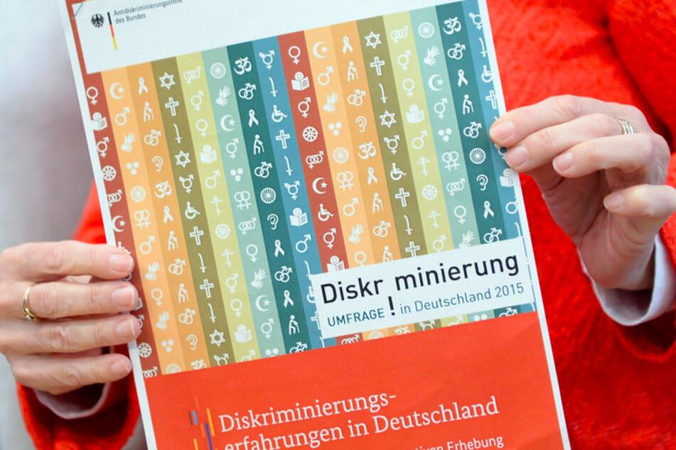 Keinen Bedarf für Antidiskriminierungsstelle? Bayerisches Sozialministerium dagegen