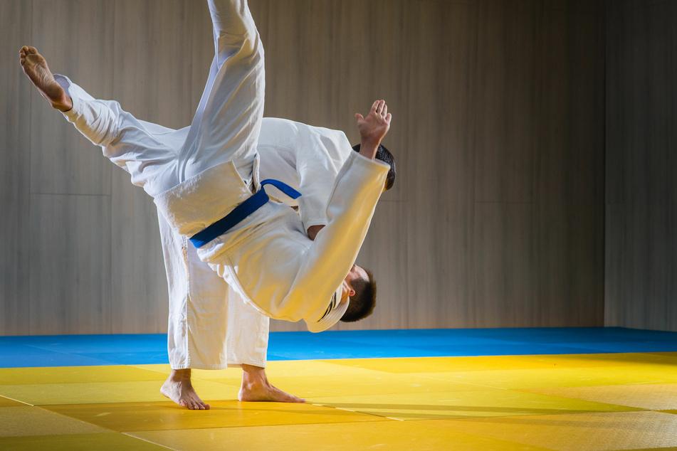 Ein kleiner Junge überlebte knapp 30 Würfe auf die Judo-Matte nicht. (Symbolbild)