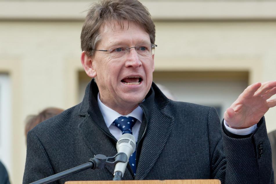 Stefan Rößle (57, CSU), Landrat des Landkreises Donau-Ries, wurde vorab gegen das Coronavirus geimpft.