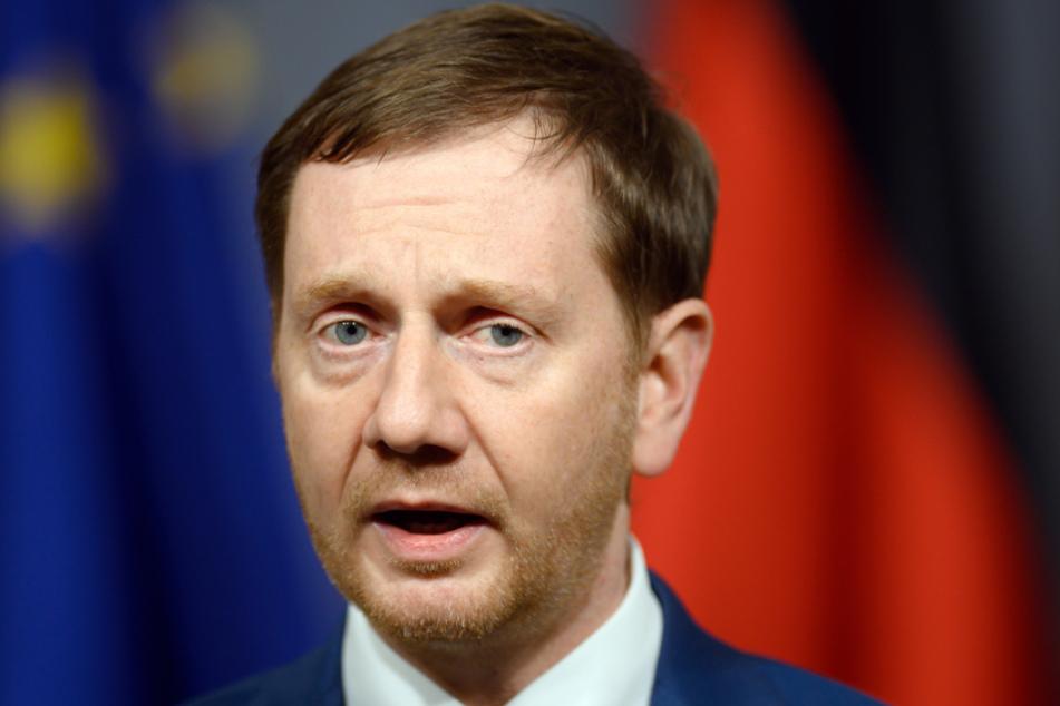 Sachsens Ministerpräsident Michael Kretschmer (45) wird in der Corona-Pandemie verbal mit dem Tod gedroht.