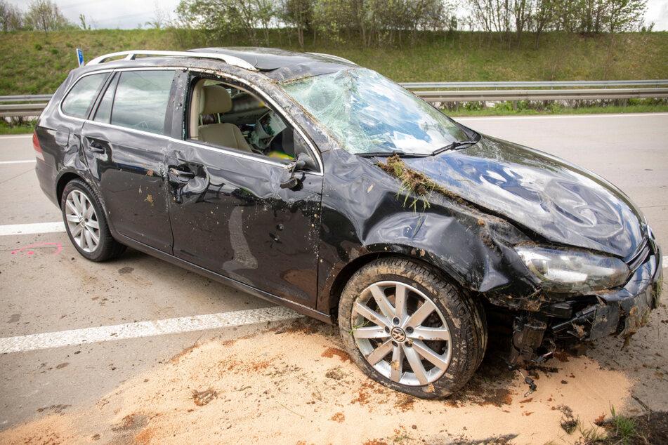 Der VW hatte sich bei einem Unfall auf der A72 überschlagen. Der Fahrer kam verletzt ins Krankenhaus.