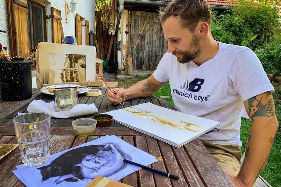 Werner Härtl bei der Arbeit mit seinen ganz natürlichen Farben.