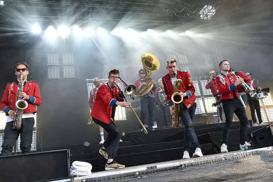 Die Hamburger Band Meute rockte die Flutrinne - der erste Konzert-Höhepunkt nach monatelangem Lockdown.